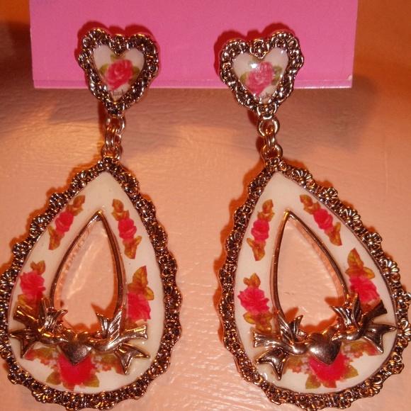 Betsey Johnson Jewelry - BETSEY JOHNSON ROSE BIRD VINTAGE VICTORIAN EARRING